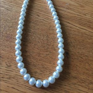 Jewelry - Vintage glass beaded pearl necklace